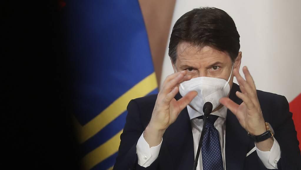 Giuseppe Conte, Ministerpräsident von Italien, bei einer Pressekonferenz Ende Dezember.