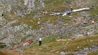 Im Tessin ist am Dienstagnachmittag ein Kleinflugzeug abgestürzt. Der Pilot war alleine unterwegs und kam ums Leben.