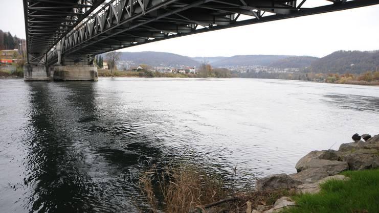 Unter der Brücke: Hier fand sich der Rucksack von Dittmann – mit Bargeld drin.
