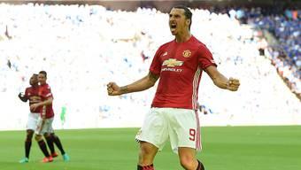 Zlatan Ibrahimovic jubelt nach seinem Siegtreffer gegen Meister Leicester