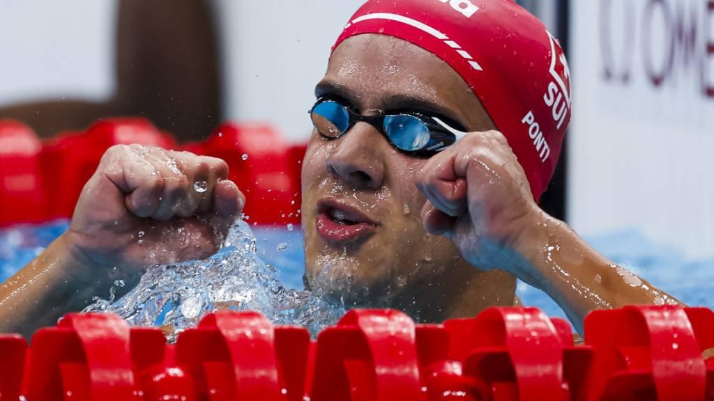 Noè Ponti hat allen Grund zum Jubeln: Der erst 20-jährige Tessiner gewinnt im olympischen Becken über 100 m Delfin die Bronzemedaille