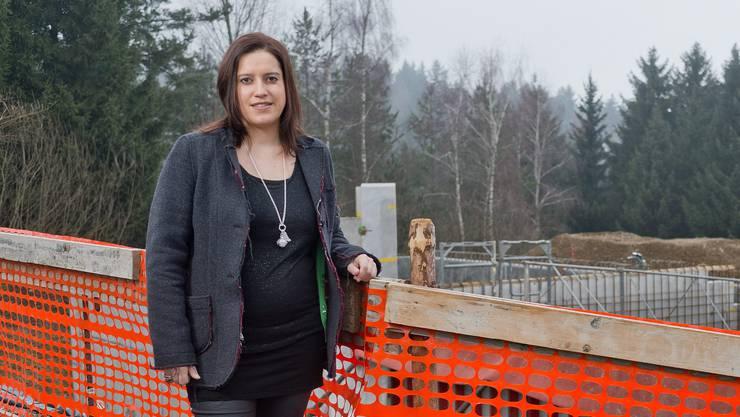 Marliese Loosli, neue Frau Gemeindeammann von Schmiedrued (parteilos), fotografiert vor dem neuen Wasserreservoir in Walde.