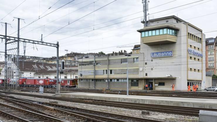 Der Bahnhof Lausanne musste am Sonntagnachmittag wegen eines verdächtigen Gegenstandes evakuiert werden. Nach zwei Stunden gab die Polizei Entwarnung. (Archivbild)
