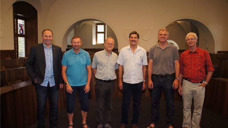 Förster mit runden Dienstjubiläen (von links): Georg Nussbaumer (Präsident, 25 Jahre); Hans Haas (35 Jahre); Jürg Froelicher und Urs Allemann (je 30 Jahre); Thomas Studer und Martin Roth (25 Jahre); es fehlt Martin Rathgeb (25 Jahre).