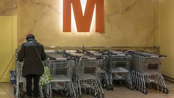 Nicht immer bringen Konsumenten die Einkaufswagen wieder zum Wägeli-Depot zurück.