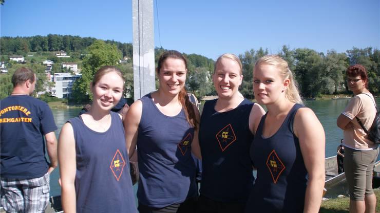 Sarah Leemann, Nadja Wietlisbach, Denise Jakob und Miriam Zandegiacomo vom Pontonier-Fahrverein Bremgarten fahren mit Leidenschaft Ponton.