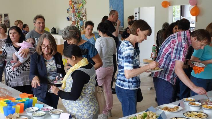 Freiwillige engagieren sich für Flüchtlinge. Foto: Simon Pfeiffer