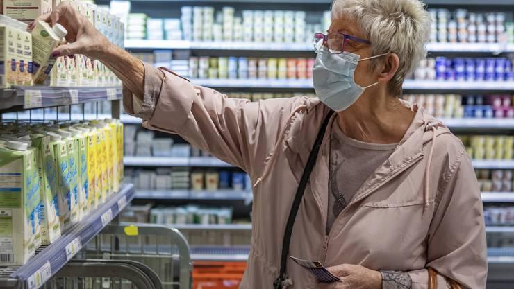 Die Maske gehört im Kanton Jura sicherlich für die nächsten drei Monate zum Einkaufsalltag.