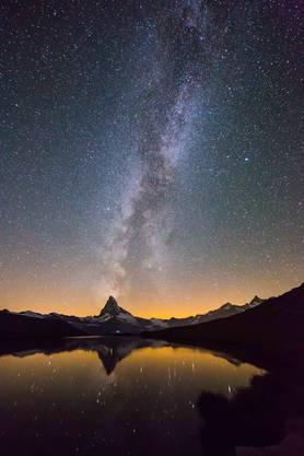Die Milchstrasse über dem Matterhorn.