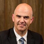 Bundesrat und Gesundheitsminister Alain Berset im Gespraech am 28. April 2016.