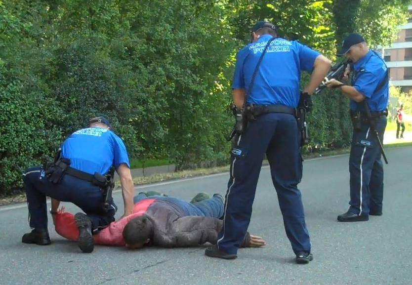 Übung: Hier stoppen Aargauer Polizisten zwei flüchtige Gangster