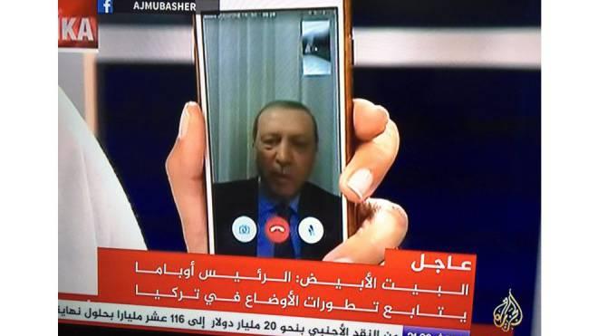 Video-Interview über das Smartphone: Nachdem das Staatsfernsehen besetzt worden war, wandte sich der türkische Präsident Erdogan (62) via Facetime an das Volk. Foto: HO