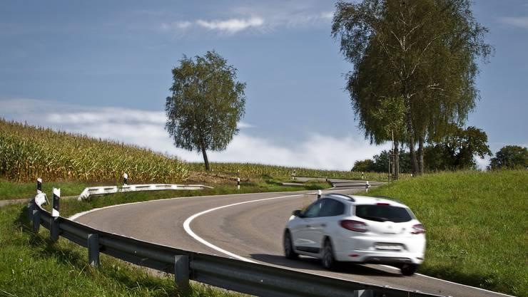 In der ländlichen Gegend des Kantons Solothun ist Auto fahren einfacher als in grösseren Städten. Dies ist mit ein Grund, weshalb Solothurner eher wenig Fahrstunden benötigen.