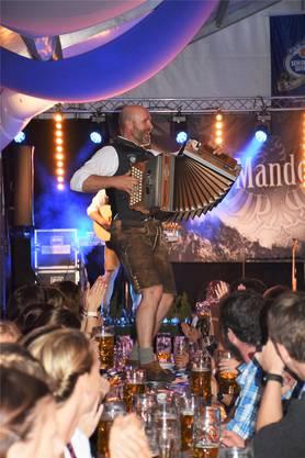 Die Band aus dem Zillertal brachte gute Stimmung mit in die Schweiz. Die Musiker mischten sich auch unter die Partygäste.