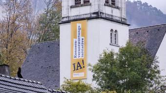 Politische Botschaft an der Reigoldswiler Kirche.