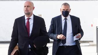 Wegen Urkundenfälschung verurteilt: Der ehemalige Fifa-Generalsekretär Jérôme Valcke (rechts) beim Eintreffen zur Urteilsverkündigung im Bundesstrafgericht in Bellinzona.