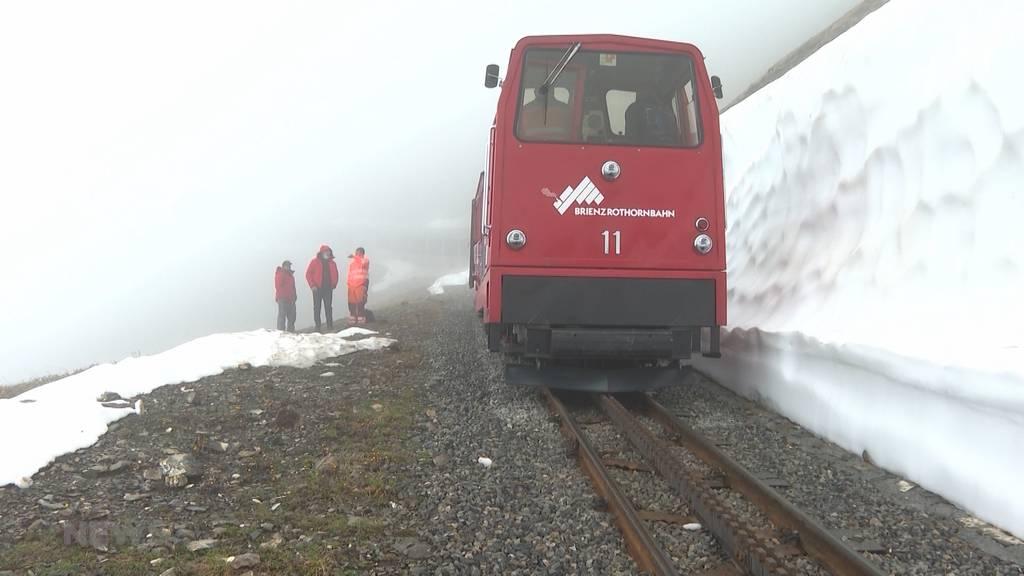 Viel Schnee im Juni: Start der Sommersaison der Brienzer Rothorn-Bahn verschoben