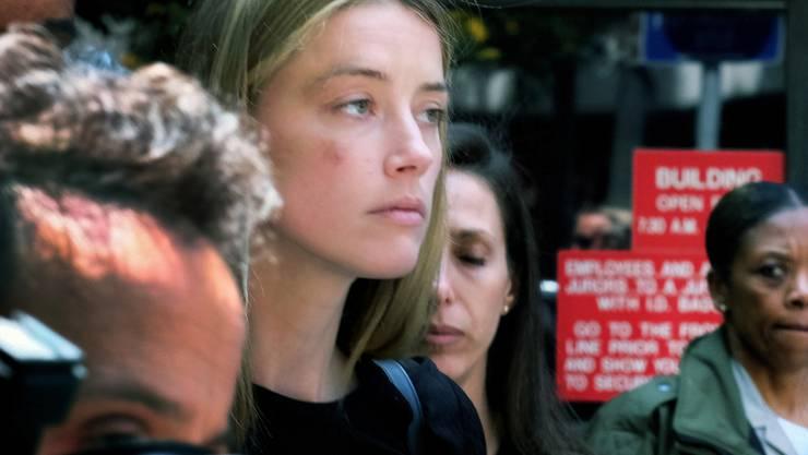 Die Belastung steht Amber Heard ins Gesicht geschrieben: die Schauspielerin beim Verlassen des Gerichts in Los Angeles Ende Mai, als sie Johnny Depp der häuslichen Gewalt bezichtigte.