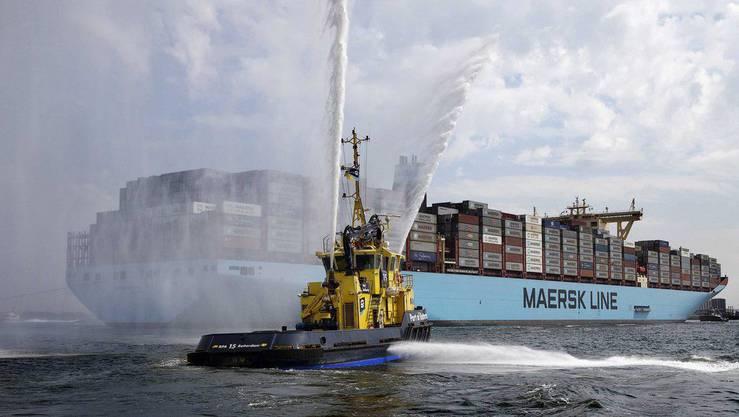 Die «Maersk Mc-Kinney Møller» bei ihrer Ankuft in Rotterdam. Nur gerade 22 Matrosen sind an Bord des Ozeanriesen.