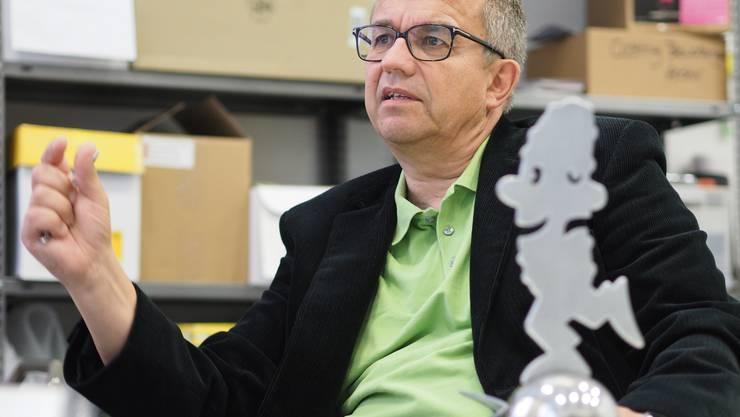 Kabarett-Tage-Gesamtleiter Claude Schoch beim Interview in der Geschäftsstelle in Olten.