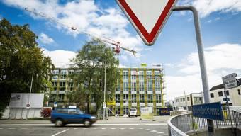 Das Schulhaus Vinci wächst – bis Sommer 2017 müssen auch die Umgebungsarbeiten beim Neubau abgeschlossen sein.Chris Iseli