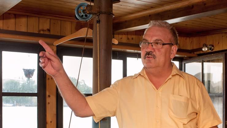 Seit 22 Jahren kurbelt Christian Trachsel am Galgenrad und schwenkt das Fischernetz über den Rhein.Alexander Preobrajenski