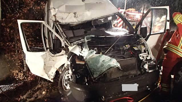 Bei einem Unfall in Gontenschwil wurden ein Familienvater und seine beiden Kinder verletzt.