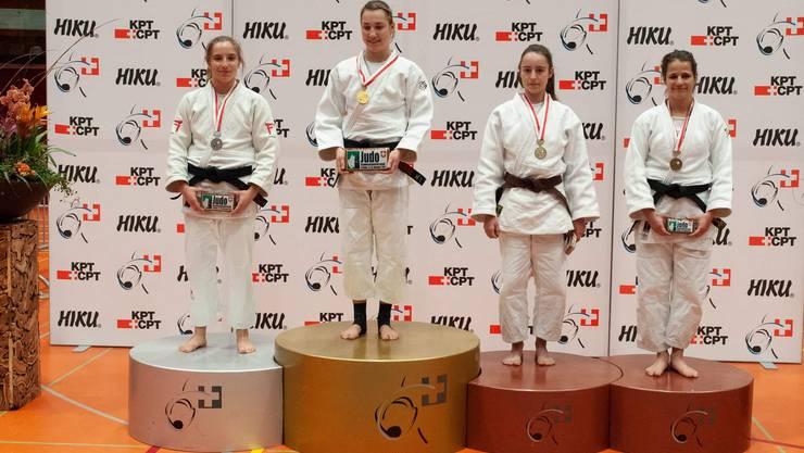 3. Rang Michelle Fernández Elite Damen -57kg (2. v.r.)