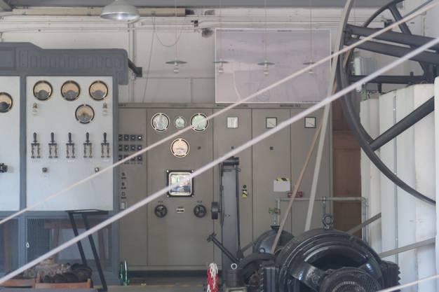 Kurzer Halt bei einem unter Denkmalschutz stehenden Kleinkraftwerk, welches 1920 erbaut wurde und Energie für die Webstühle einer Seiden- und Dekorationsstoffweberei lieferte, dies bis 1970.