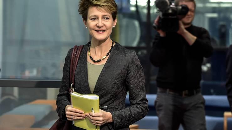 Bundesrätin Simonetta Sommaruga hat die Rechtskommission des Nationalrates überzeugen können: Die Kommission befürwortet eine Frauenquote für grosse Unternehmen. (Archivbild)