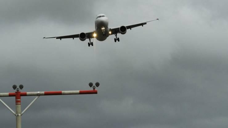 Zwei Maschinen der Swiss sind nach dem Start in Zürich von Blitzen getroffen worden und sind aus Sicherheitsgründen umgekehrt. (Symbolbild)