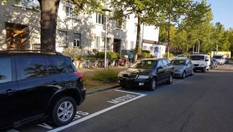 Velo- und Töfffahrer meiden die neuen Parkfelder – Autofahrer hätten diese nur zu gerne zurück.