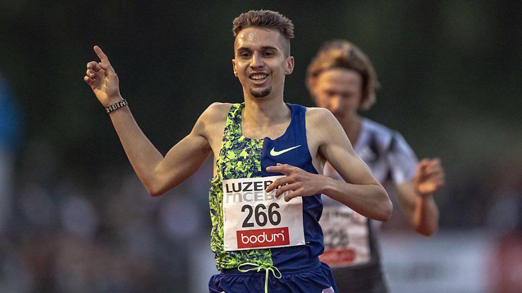 Julien Wanders verliert das Lachen im Rennen über 3000 m nicht