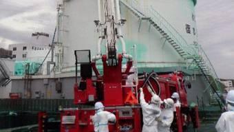 Arbeiter an einem der Reaktoren in Fukushima