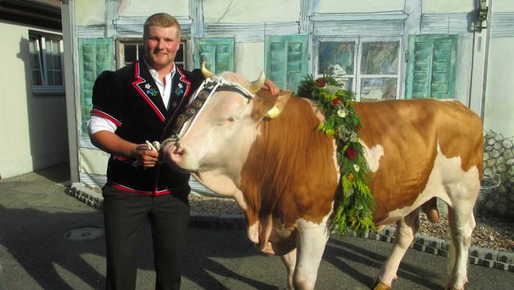 Mathys Simon mit Sieger Muni Force vo dr Lueg