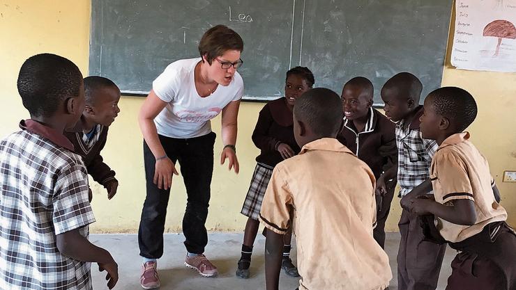 Lea Eichenberger mit ihren Schülern in der sambischen Hauptstadt Lusaka.