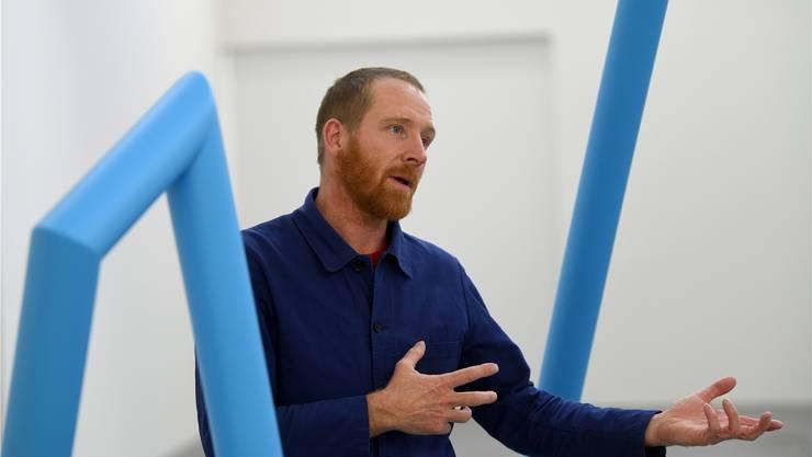 Jakob Fenger erklärt, was es mit den blauen Linien, dem Bitcoin und dem Weltuntergang auf sich hat. Juri Junkov