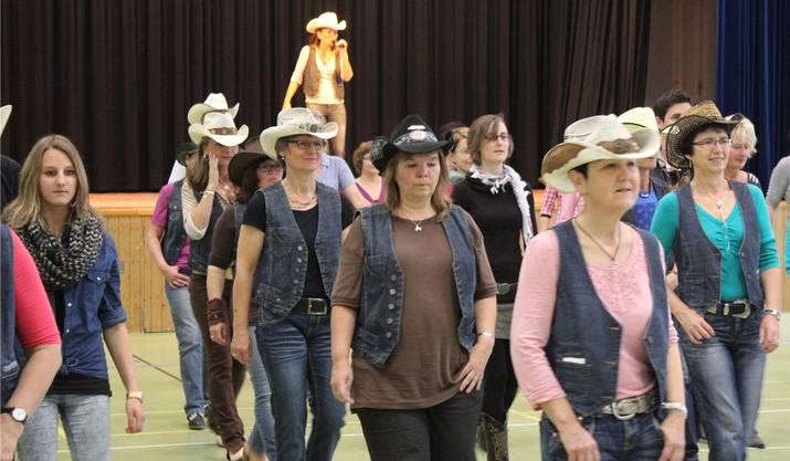 Döttingerinnen am Line-Dance-Workshop.