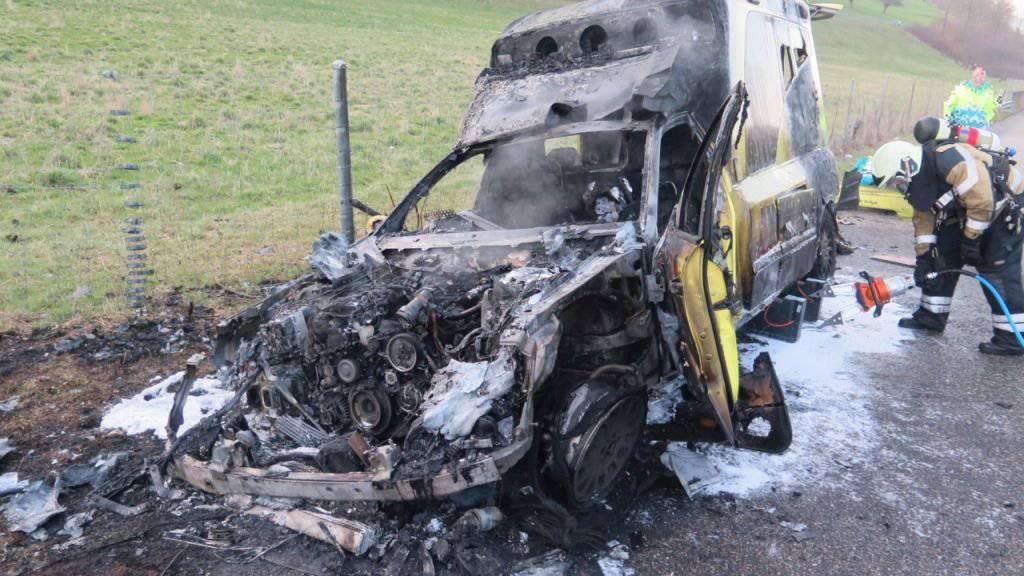Ein niederländisches Ambulanzfahrzeug ist am Dienstag auf der Autobahn bei Tenniken BL ausgebrannt.