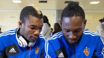 Die FCB-Ivorer Geoffroy Serey Die (links) und Giovanni Sio müssen wohl bald nach einem neuen Arbeitgeber Ausschau halten.