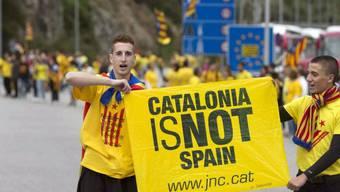 Einstehen für Kataloniens Unabhängigkeit: Zwei Männer in Spanien
