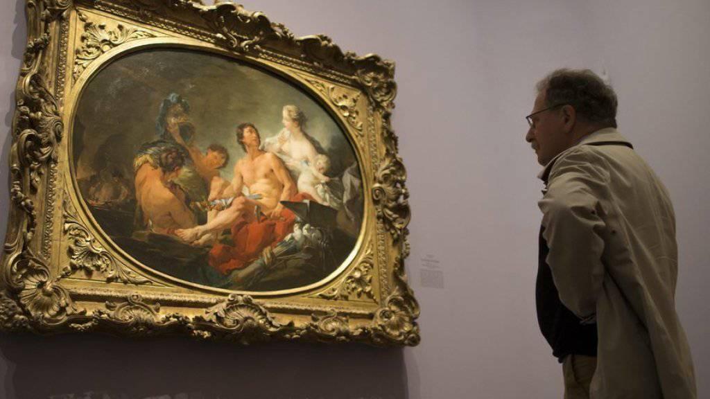 Ausstellungsbesucher vor Fragonards «Les forges de Vulcain».