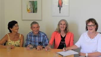 Pierina Lopez, Peter Ringger und Esther Prinz kümmern sich regelmässig freiwillig um die Patienten im Pflegezentrum des Spitals Limmattal. Geleitet wird der Freiwilligendienst von Doris Gehrig (v.l).