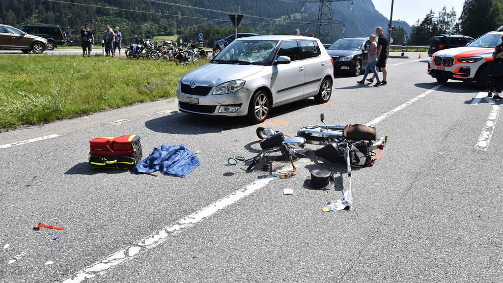 In Auto gekracht: Töfflifahrer (56) schwer verletzt