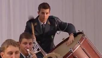 Ein Soldat verpasste seinen Tschinellen-Einsatz und bekam eine Busse. Parlamentarier sind empört. Valentin Landmann will dem Musikant nun helfen.