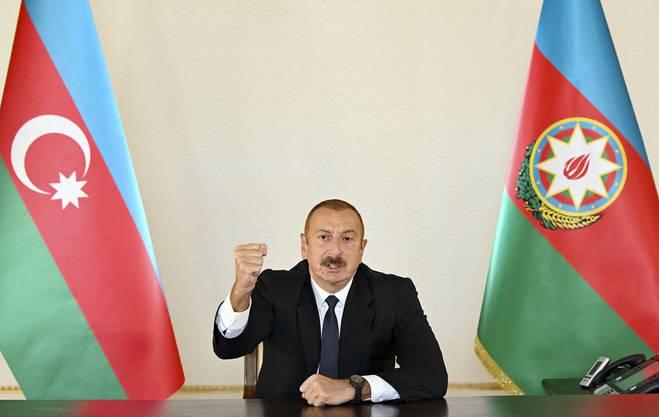 Wilde Gesten in Richtung Baku: Aserbaidschans Präsident Ilham Aliyev droht dem Feind.
