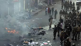 Die schweren Ausschreitungen wegen des umstrittenen Staatsbürgerschaftsgesetzes in Indiens Hauptstadt Neu Delhi haben Tote, Verletzte und eine Schneise der Zerstörung hinterlassen.
