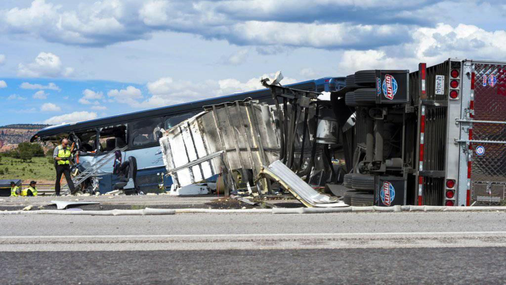Die Zahl der Todesopfer bei einem Unfall mit einem Greyhound-Bus in den USA ist auf acht gestiegen.