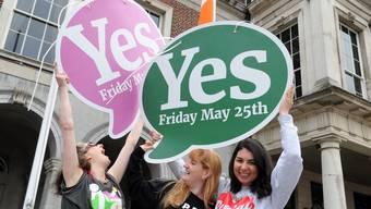 Iren kippen Abtreibungsverbot: Frauen in Dublin freuen sich über das Abstimmungsresultat.