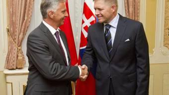 Slowakei-Premier Fico (rechts) und Burkhalter in Bratislava